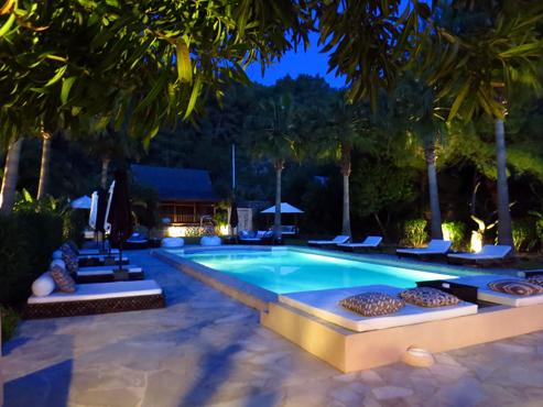 pool at night www.canxuxu.com