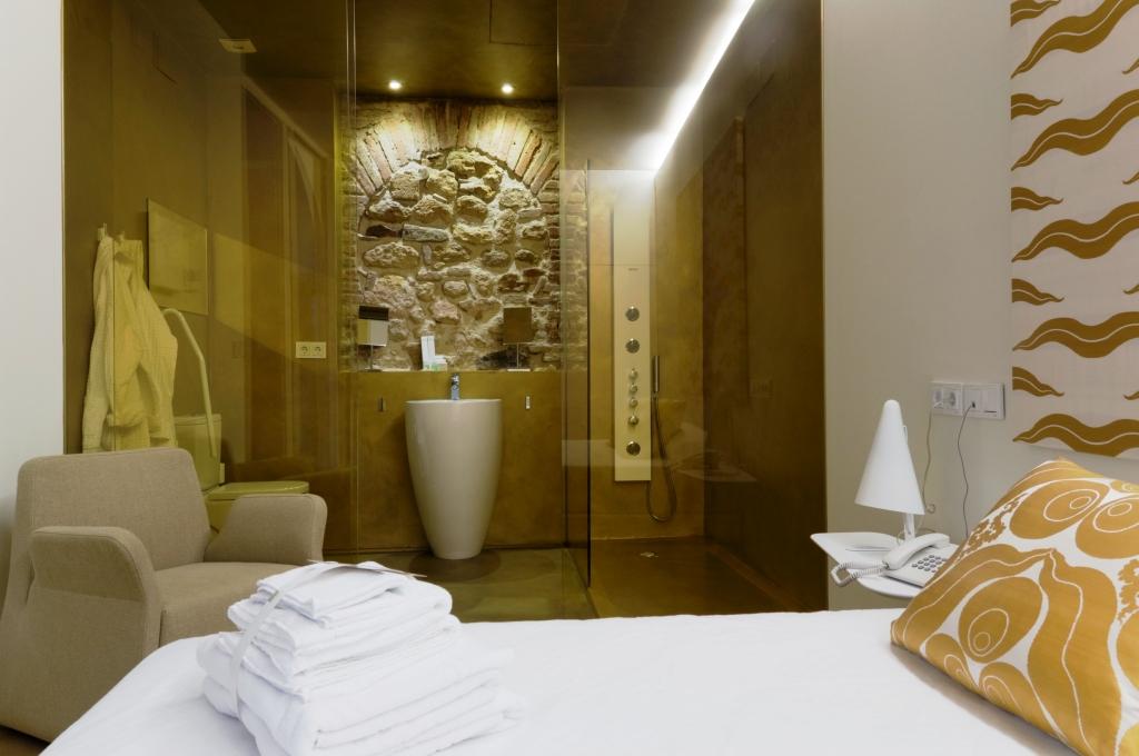 www.hotelviento10.com guest bathroom