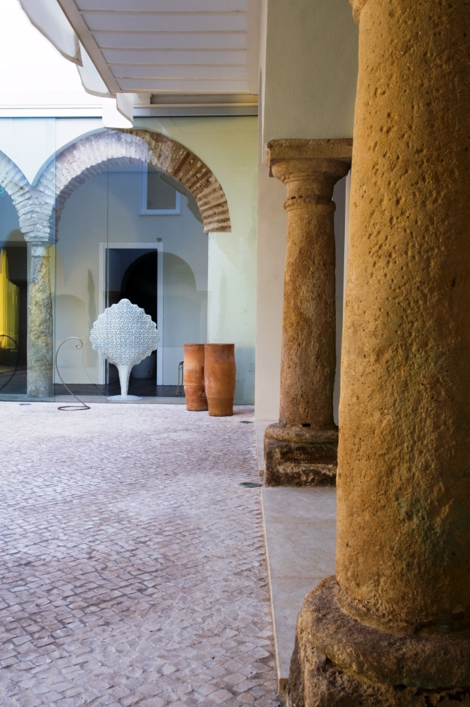 www.hotelviento10.com old pillars and arches