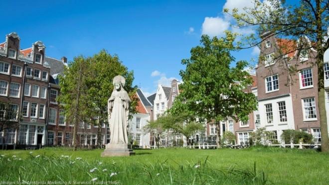 Courtyard Begijnhof Amsterdam
