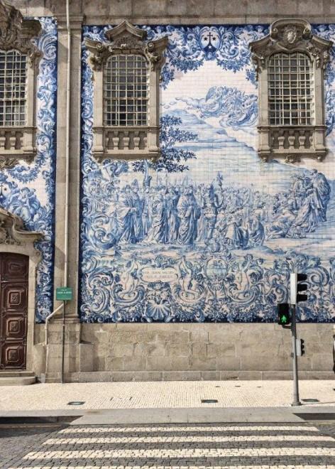 AZULEJOS - Blue tiles panels on the Capela das Almas (A Forbes)