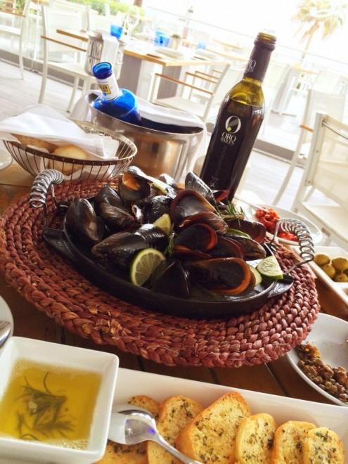 steamed mussels ('Mejillones al vapor'