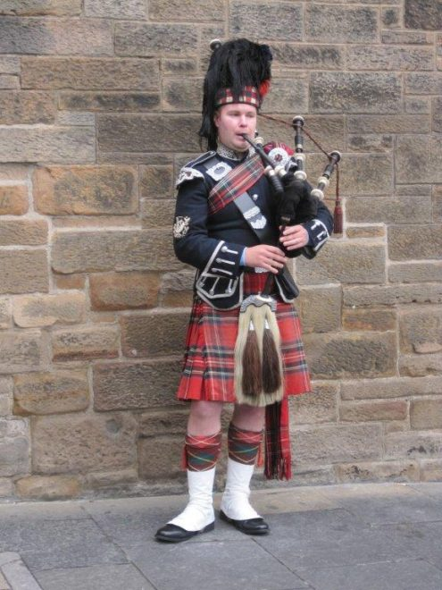 bagpipe-player-no-credit